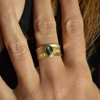 Saphir Noir Étoilé ring