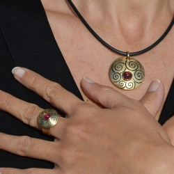 ORIMOON Rose pendant